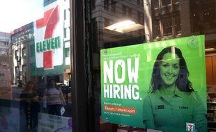 Les créations d'emploi aux Etats-Unis augmentent fortement, entraînant les salaires à la hausse.