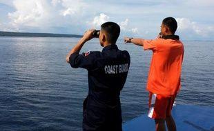 Au moins 17 personnes sont mortes, 573 ont été secourues et un nombre indéterminé ont disparu après le naufrage d'un ferry dans l'archipel des Philippines après une collision avec un cargo, ont annoncé samedi les autorités.