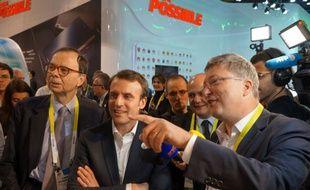 Louis Schweitzer, Emmanuel Macron et Henri Seydoux ce matin sur le stand Parrot.