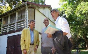 Jean-Michel Fabre avec les habitants des maisons éclusières du Bassin des filtres