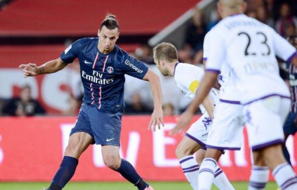Le Paris SG a enchaîné sa 2e victoire de suite en battant Toulouse 2-0 grâce à un nouveau but de Zlatan Ibrahimovic et grimpe pour la première fois de la saison sur le podium, vendredi, en matches avancés de la 5e journée de L1, le champion Montpellier étant battu à Reims 3 à 1 – Franck Fife afp.com