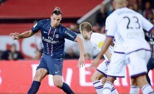 Le Paris SG a enchaîné sa 2e victoire de suite en battant Toulouse 2-0 grâce à un nouveau but de Zlatan Ibrahimovic et grimpe pour la première fois de la saison sur le podium, vendredi, en matches avancés de la 5e journée de L1, le champion Montpellier étant battu à Reims 3 à 1