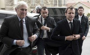Le maire de Biarritz Michel Veunac (à gauche) et le président de la République Emmanuel Macron, lors de sa visite dans la ville basque en mai 2019 pour préparer le G7 du mois d'oaût.