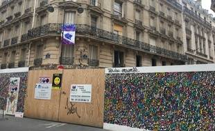 Une palissade bloque toujours l'accès aux immeubles de la rue de Trévise, six mois après l'explosion du 12 janvier.
