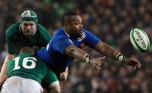 Mathieu Bastareaud, ici contre l'Irlande le samedi 9 mars 2013, sera chargé d'amener sa puissance contre l'Ecosse samedi.