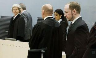 Le 22 juillet, Breivik avait tué 69 personnes sur l'île d'Utoeya où se tenait un camp d'été de la jeunesse travailliste, juste après avoir fait exploser une bombe près du siège du gouvernement, faisant huit autres victimes.