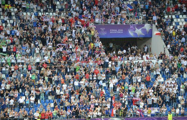 Environ 200 supporters lyonnais au total ont fêté comme il se doit le troisième sacre européen de l'OL, au bout du suspense.