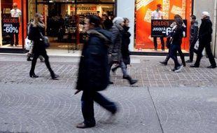 Une légère baisse de la consommation des ménages a limité l'augmentation de la croissance française au deuxième trimestre.