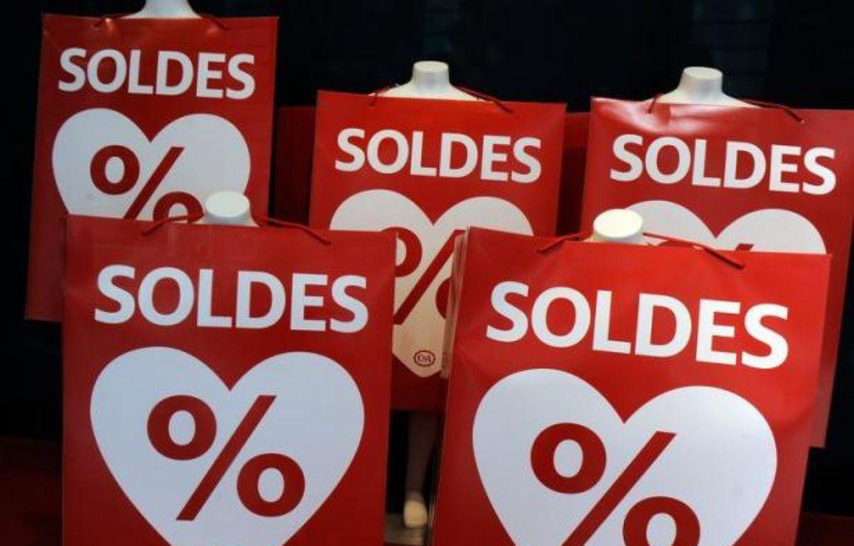 Les soldes d'été qui s'achèvent mardi ont bien dynamisé les ventes sur internet, mais le bilan est plus mitigé pour les commerçants traditionnels qui n'enregistrent qu'une modeste hausse de leur activité au terme d'une saison morose. – Jean-Pierre Muller afp.com
