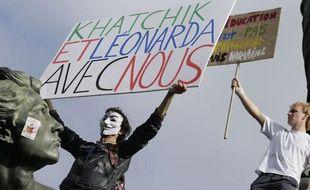 Un lycéen manifeste pour le retour des jeunes étrangers expulsés, le 17 octobre 2013.