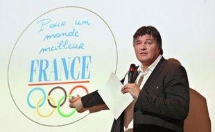 """Le badge qu'entendent porter les sportifs français avant et pendant les jeux Olympiques de Pékin a pour but d'appeler """"à un monde meilleur"""", via le respect des droits de l'Homme, mais aussi d'assurer la sérénité d'athlètes souvent las d'être sollicités sur la situation au Tibet."""