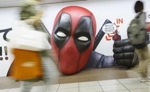 Une effigie du personnage du film «Deadpool 2» exposée dans le metro de Tokyo