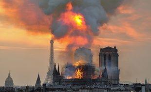 La cathédrale Notre-Dame en feu à Paris, le lundi 15 avril 2019.