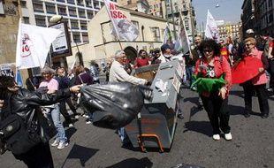 Manifestation contre la prolifération des ordures à Naples, le 9 avril 2011