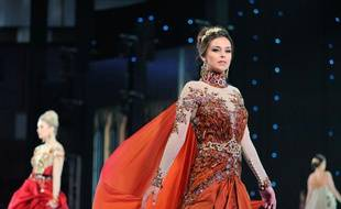 Marine Lorphelin, miss France 2013, lors d'un défilé pour le concours de Miss Monde, le 26 septembre 2013, à Bali (Indonésie).