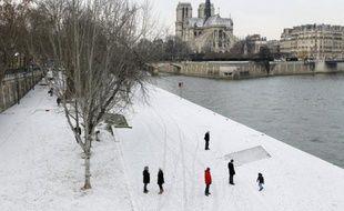 Près de 6.000 décès supplémentaires ont été enregistrés en février-mars durant la vague de froid et les épidémies saisonnières, selon une estimation de l'Institut de veille sanitaire (InVS) qui ne donne toutefois pas encore d'explication officielle à cette surmortalité.