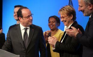 François Hollande, ici aux côtés de la maire de Rennes Nathalie Appéré, lors de la signature du programme de renouvellement urbain, le 16 février 2017.