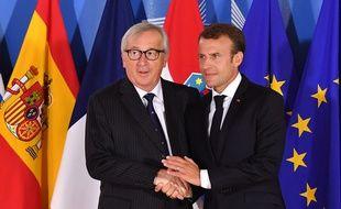 Le président de la Commission européenne Jean-Claude Juncker et le président français Emmanuel Macron lors d'un sommet informel à Bruxelles sur la question migratoire dimanche 24 juin 2018.
