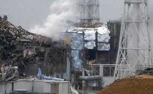 Vue des réacteurs deux et trois de la centrale japonaise de Fukushima, qui ont subi deux explosions, fournie le 16 mars par l'agence Jiji.