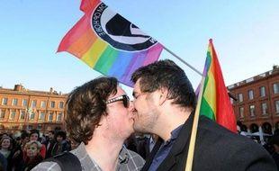 Le Parlement a adopté mardi, par un vote historique de l'Assemblée nationale, le projet de loi ouvrant le mariage et l'adoption aux couples homosexuels, devenant ainsi le 9e pays européen et le 14e dans le monde à adopter cette législation, malgré une ultime tentative des opposants pour perturber le vote.