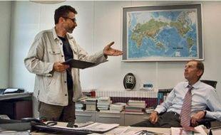 Pierre Carles demande des comptes sur TF1 à l'ex-vice président Etienne Mougeotte.
