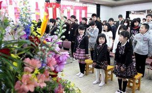 Le retour des écoliers de Kawauchi dans leur école, située près de la centrale de Fukushima, au Japon, a été marquée par une cérémonie officielle le 6 avril 2012.
