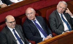 Le gouvernement a pour objectif pour fin 2013 un total de 540.000 emplois aidés, a assuré le ministre du Travail Michel Sapin dans un entretien publié dimanche dans le Parisien/Aujourd'hui en France.