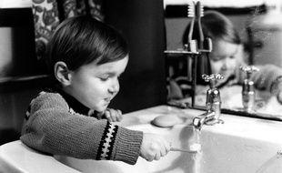Pour pouvoir être bue au robinet, l'eau est purifiée et désinfectée.