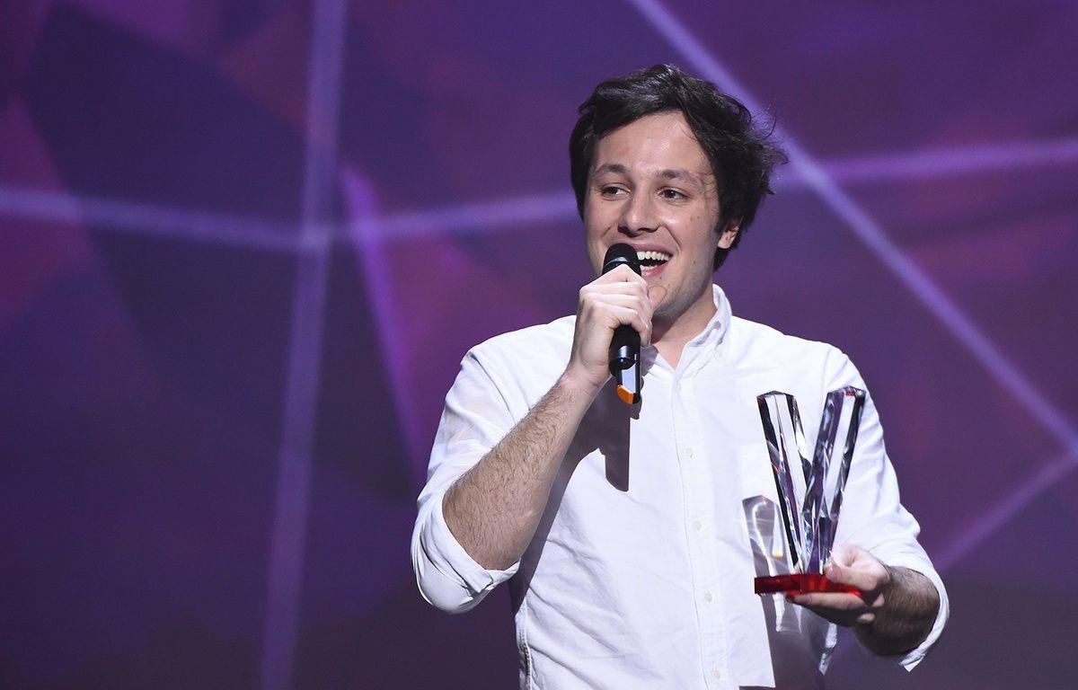 Vianney a reçu la Victoire de la musique du meilleur Artiste masculin, au Zénith de Paris le 13 février 2016. – BERTRAND GUAY / AFP