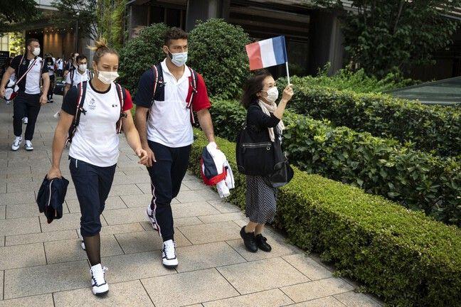 La délégation des judokas à son arrivée au Village olympique de Tokyo.
