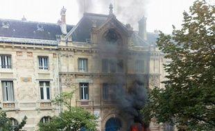 Le lycée Voltaire (11e) ce mardi matin
