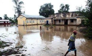 Le cyclone Haruna et les pluies qui l'ont précédé ont fait au total 10 morts, 17 blessés et près de 5.000 sinistrés en une semaine à Madagascar, a indiqué samedi le Bureau national de gestion des risques et des catastrophes (BNGRC).