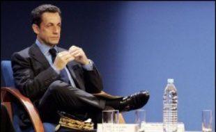 Grands favoris des sondages, Ségolène Royal et Nicolas Sarkozy sont tous les deux dans l'arène à cinq mois du premier tour de la présidentielle 2007, même si le président de l'UMP doit encore attendre l'investiture officielle de son parti en janvier.