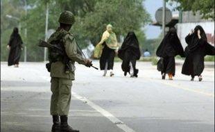 Au moins sept fortes explosions et des échanges de tirs nourris ont été entendus jeudi matin aux abords de la Mosquée rouge à Islamabad, assiégée par les forces de l'ordre pakistanaises.