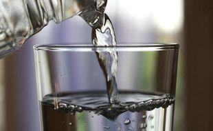 Carafe et verre d?eau.