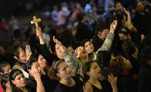 Le calme était revenu lundi matin aux alentours de la cathédrale copte du Caire, devant laquelle des violences confessionnelles ont fait deux morts et 89 blessés après des funérailles dimanche, a annoncé un responsable des services de sécurité.
