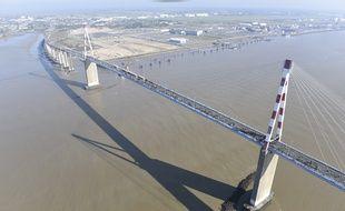 Le pont de Saint-Nazaire relie, au-dessus de la Loire, Saint-Nazaire à Saint-Brévin.