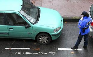 Un agent de surveillance de la voie publique (ASVP) de la mairie de Toulouse, chargée de verbaliser les contrevenants.