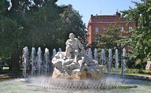 La fontaine de la place Goudouli, à Toulouse, où étaient installées les deux statues de Mark Jenkins.