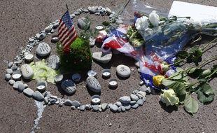 Des objets et des fleurs en hommage aux 84 victimes de l'attentat du 14-Juillet à Nice, le 18 juillet sur la Promenade des Anglais.