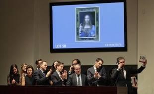 Un tableau du peintre italien Léonard de Vinci a été adjugé mercredi 450,3 millions de dollars lors d'enchères chez Christie's à New York