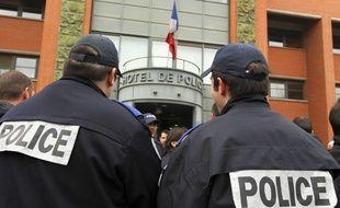 Un rassemblement de policiers devant le commissariat central de Toulouse. Archives.
