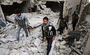 """Le régime de Damas a dénoncé dimanche la décision de la France d'accueillir un """"ambassadeur"""" de la Coalition d'opposition syrienne comme un acte """"hostile"""" à l'égard de la Syrie, en proie à de nouveaux combats et à des bombardements, en particulier sur la capitale."""