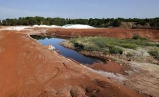 """Les """"boues rouges"""", issues des résidus de bauxite, sur le site de MangeGarri, près de Gardanne dans les Bouches-du-Rhône, le 8 octobre 2010"""