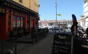 Un pub du Vieux-Port à Marseille.