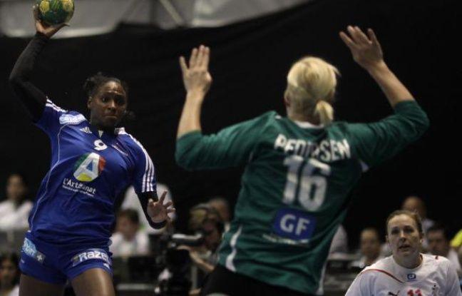 L'ailière de l'équipe de France de handball, Paule Baudouin, lors d'un match du championnat du monde contre le Brésil, le 16 décembre 2011 .