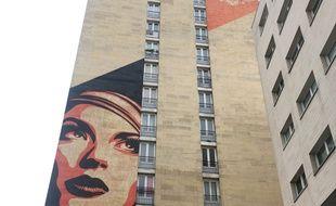 Les habitants de cet HLM se sont battus pour ne pas voir disparaître l'oeuvre d'Obey sur leur façade après le ravalement du bâtiment prévu en fin d'année.