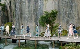 Karl Lagerfeld a transformé le Grand Palais en gorges du Verdon