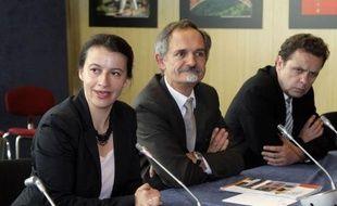La nouvelle ministre du Logement Cécile Duflot a réaffirmé mardi l'engagement de la majorité présidentielle de relever le seuil de logements sociaux pour les villes de plus de 3.500 habitants de 20%, à l'heure actuelle, à 25%.