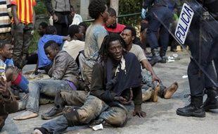 Des centaines d'immigrés ont forcé ce vendredi  la haute barrière entourant l'enclave espagnole de Ceuta.